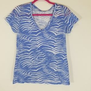Vineyard vines blue zebra printed v neck shirt M
